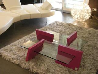 FLAP - Tavolo basso in vetro trasparente e mdf laccato:  in stile  di Giuseppe Granata - Designer | Vincenzo Schinella - Architetto