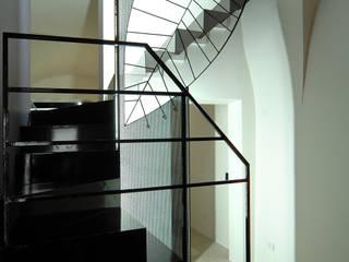 casa L:  in stile  di Pino Cimino Architetto