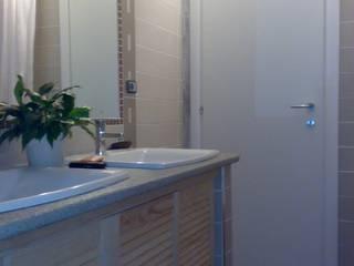 il bagno: Case in stile  di Studio Archifor