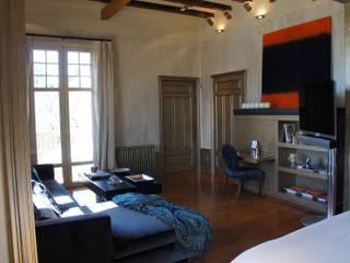 Modern Bedroom by Isa de Luca Modern