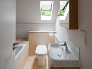 Long Crendon:  Bathroom by MailenDesign
