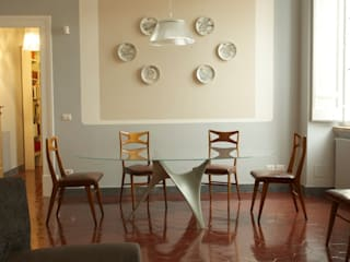 Nel centro di Roma, rinnovare e valorizzare un appartamento. Sala da pranzo moderna di Quid divinum design Moderno