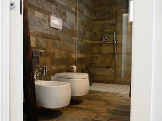 Baños de estilo moderno por Massimo Adiansi Architetto