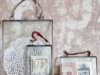 Double sided hanging picture frames:   by http://www.decoratorsnotebook.co.uk/