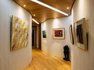 Pasillos, vestíbulos y escaleras de estilo moderno de GIP Moderno
