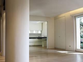 Casa Salzano: Soggiorno in stile  di Pier Maria Giordani Architetto