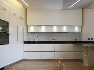 Casa Salzano: Cucina in stile  di Pier Maria Giordani Architetto