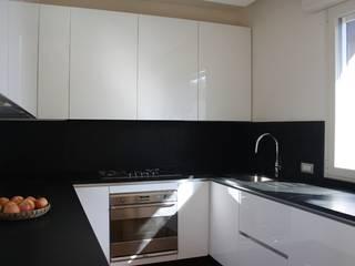 Casa T: Cucina in stile  di Pier Maria Giordani Architetto