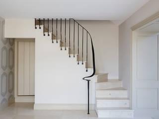 Rustic Barn Conversion Balustrade 4211 Bisca Staircases Pasillos, vestíbulos y escaleras de estilo clásico