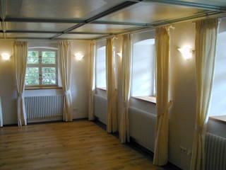 "Der ""Tanzsaal"" im Obergeschoss:   von BelAmbiente Wohnkultur"