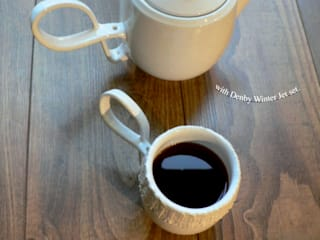 Service à thé en céramique:  de style  par Alexia Delas Design