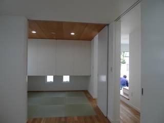 BOXハウス: 桑原建築設計室が手掛けた寝室です。,