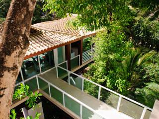 Modern houses by Caramelo Arquitetos Associados Modern