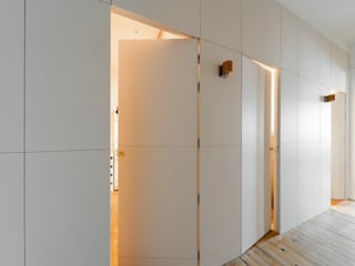 Cachettes inspirées Couloir, entrée, escaliers minimalistes par Marie.A Design Minimaliste