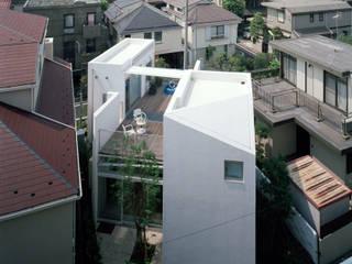 池田邸 あいだに住む家 / House I: 浅井アーキテクツ一級建築士事務所が手掛けた現代のです。,モダン