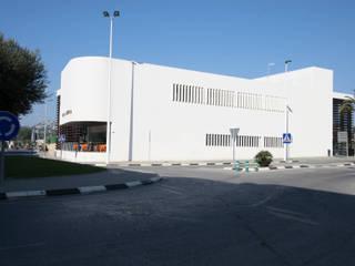 """Centro de Equipamientos Sociales """"La Senieta"""": Edificios de oficinas de estilo  de giacomodeluca_arquitecto"""