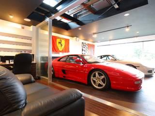 書斎からガレージを見たアングル オリジナルデザインの ガレージ・物置 の イデア建築デザイン事務所 オリジナル