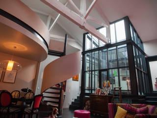 Entre 4 murs: Maisons de style  par ID KONCEPT