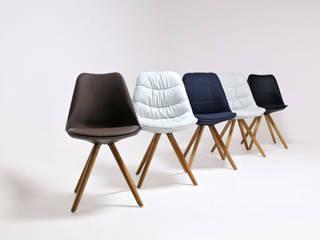 Collection de chaises scandinaves IkÔn:  de style  par Zago Store