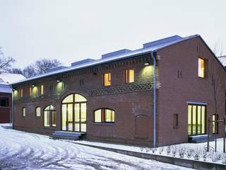 Stallscheune- Bauen im denkmalgeschützten Bestand Häuser von SteinhilberPlus