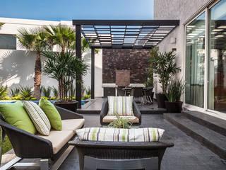 Casa Sorteo Tec No.191: Terrazas de estilo  por Arq. Bernardo Hinojosa