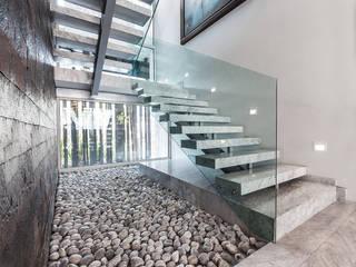 Corridor & hallway by Arquiplan