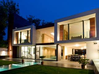 Casa V: Casas de estilo  por Serrano Monjaraz Arquitectos
