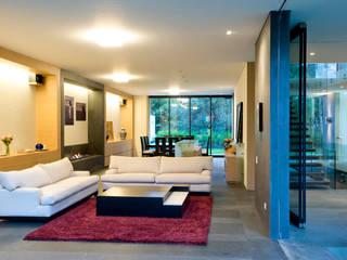 Casa V: Salas de estilo moderno por Serrano Monjaraz Arquitectos