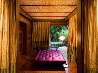 Dormitorios tropicales de Mareines+Patalano Arquitetura Tropical