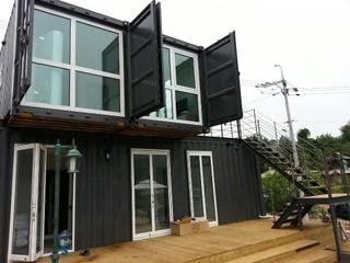 Modern windows & doors by 큐브디자인 건축사사무소 Modern
