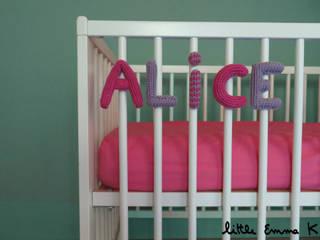 Knitname- Lettre en tricot pour berceau:  de style  par Little Emma K
