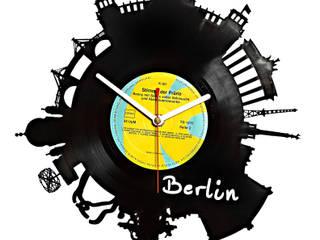 Wanduhr aus einer echten Schallplatte Berlin Skyline: modern  von citybomb.de,Modern