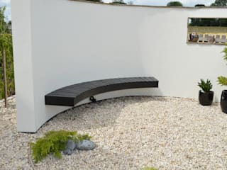 Suspended Wall Seat in Japanese Style Garden: asian Garden by Unique Landscapes