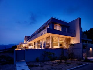 Casas modernas de 株式会社スタジオパートスリー Moderno
