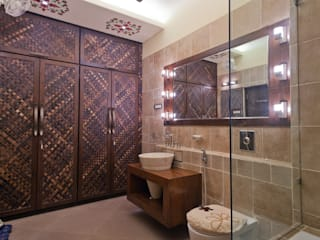 BATHROOM AND WALK IN WARDROBE ( MOTHERS ROOM ):   by NEX LVL DESIGNS PVT. LTD.