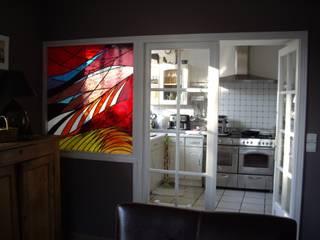 Vitrail en séparation de pièces par Atelier VFP Moderne
