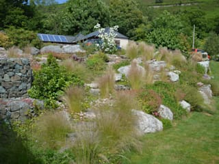 Boulders and Ornamental Grasses: country Garden by Unique Landscapes