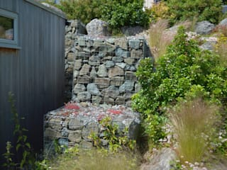 Gabion Walls: classic Garden by Unique Landscapes