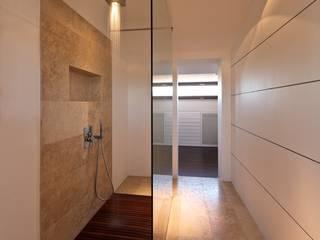 Multilivel House:  in stile  di Sammarro Architecture Studio