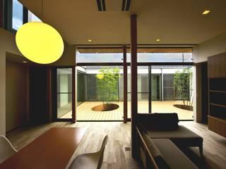 Living room by 長坂篤建築研究所, Modern