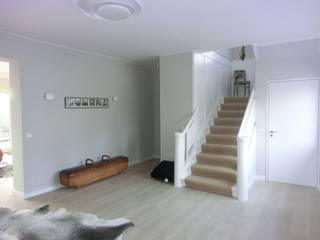 H43 - Bauhaus Villa on the lake shore tredup Design.Interiors Modern Corridor, Hallway and Staircase