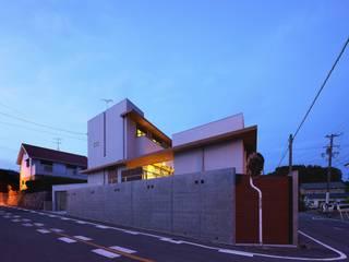 Houses by 長坂篤建築研究所, Modern