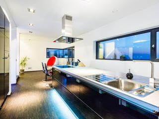 Collage cubes - Doppelhaus in Malchen Moderne Küchen von Helwig Haus und Raum Planungs GmbH Modern