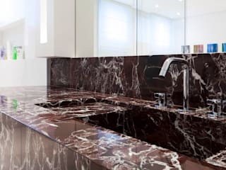 Banheiro casal: Banheiros  por ArkDek,Eclético