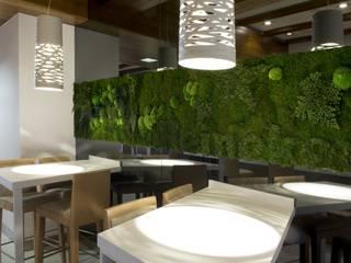 Hotel El Coso:  de estilo  de Conca y Marzal