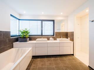 Balanced House - Einfamilienwohnhaus in Weinheim Helwig Haus und Raum Planungs GmbH Moderne Badezimmer