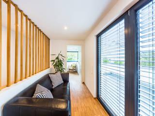 Balanced House - Einfamilienwohnhaus in Weinheim Moderne Wohnzimmer von Helwig Haus und Raum Planungs GmbH Modern