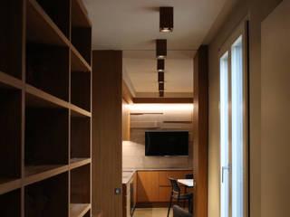 Appartamento Piazza Borromeo: Case in stile in stile Moderno di G. Giusto - A. Maggini - D. Pagnano