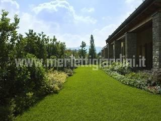 Giardino e complementi architettonici: Giardino in stile  di Merletti Garden Design