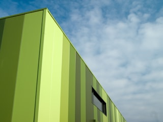 Green Unlimited - Office and Warehouse in Lampertheim-Hüttenfeld by Helwig Haus und Raum Planungs GmbH Modern